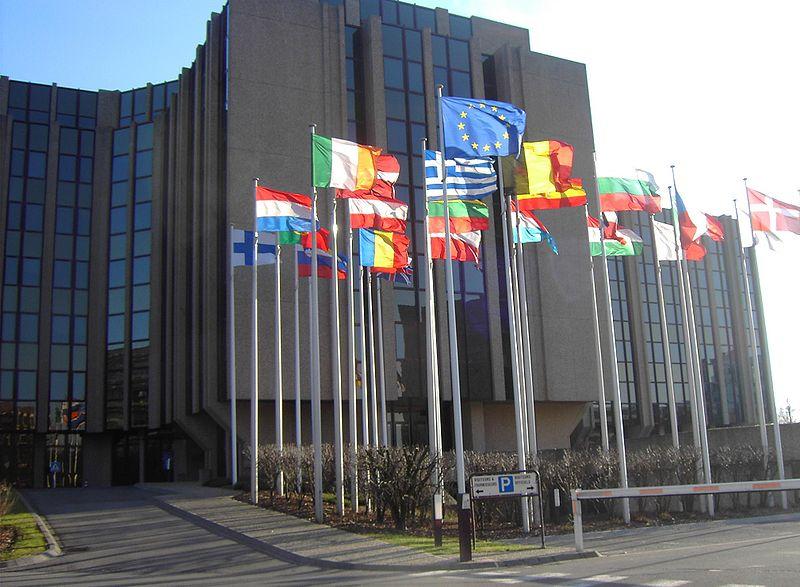 Viajes no esenciales a la Unión Europea estarán restringidos hasta el 15 de junio