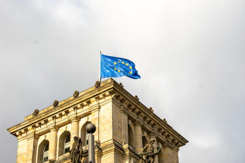 Los padres extracomunitarios de menores ciudadanos de la UE podrán obtener una tarjeta de residencia comunitaria
